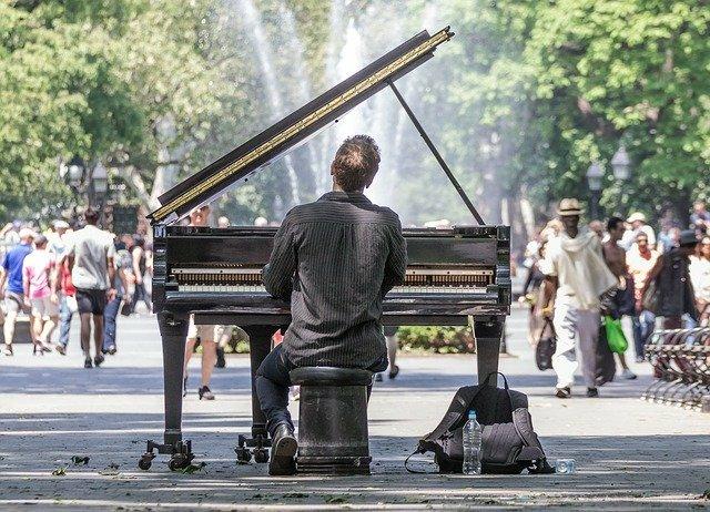 Actuación de piano al aire libre